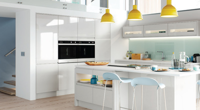high gloss kitchen with glass splashback